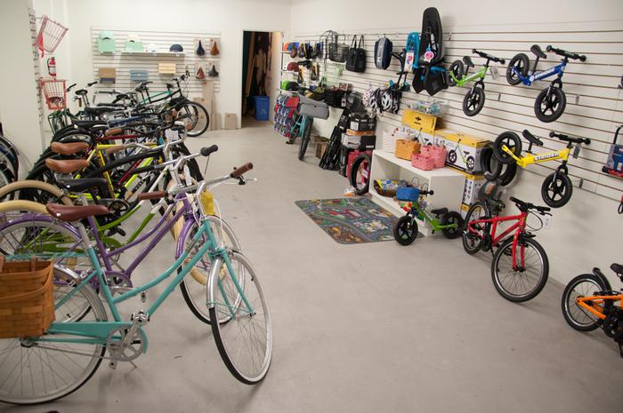 Friendly Bike Repair Shop You Ll Love London Bicycle Cafe